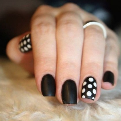 5 Polka dot painted finger nail
